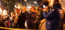 Die Balkan Brass Band Deutschland läutete jetzt das goldene Zeitalter ein. Foto: Alexander Hügel
