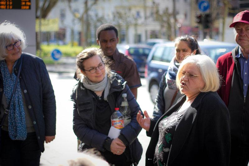 Irene erzählt von ihrer Zeit als Kneipenwirtin am Borsigplatz. Foto: Jullian Has